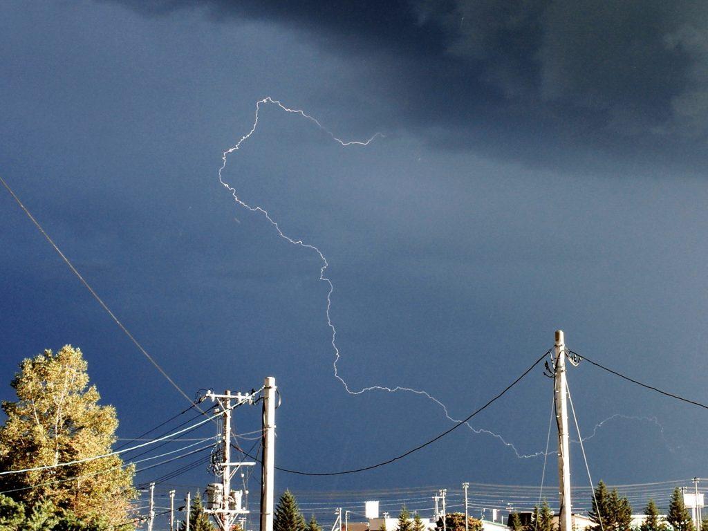 雷が鳴ると梅雨が明ける